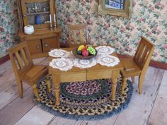 Dollhouse Furniture Oak Petite Kitchen Table and Chairs