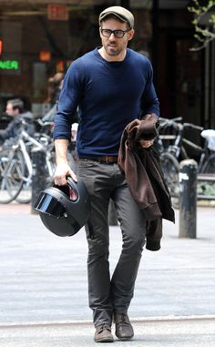 Ryan Reynolds looked spexy as always in a fitted navy sweater, a newsboy cap and, of course, geek chic black specs!
