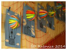 deze is toch super! would be great to pair with writing prompt Fly away to.Pop up hot air balloonsfun balloon craft--make in May during balloon stampede week?add their class pic below Spring Art, Spring Crafts, Arte Elemental, Classe D'art, 2nd Grade Art, School Art Projects, School Ideas, Art Lessons Elementary, Art Lesson Plans