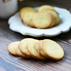 Najprostsze na świecie kruche ciasteczka z marmoladą - Calzonella.com Hamburger, Bread, Food, Meal, Brot, Eten, Hamburgers, Breads, Meals