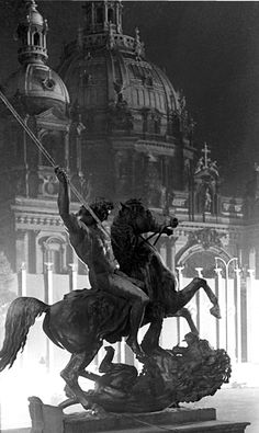 1936, Berlin la cathédrale | Photo: Paul Wolff Jeux