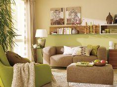 Wohnzimmer einrichten braun grün  Grüne Wand und schwarz-weißes Foto als Deko im Wohnzimmer | Ideen ...