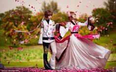 ☆ Syaoran & Sakura ☆ Tsubasa Chronicles ★Cosplayers: Kiri (left) Astellecia (right) ☆ #CosplayStyle ☆ #WonderfulWednesday ✧✧
