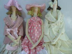 Bonecas de pano e decoração.