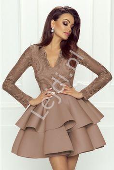 2def3cdff6 Piankowa sukienka rozkloszowana z falbaną w kolorze kawy z mlekiem