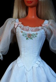 Doňa Ramira (cca 1660)  free sewing pattern for stays corset barbie