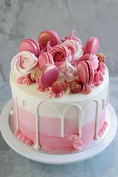 Pink baby shower cake with butter cream-È una ragazza! Torta rosa baby shower con crema al burro ombré, condita con ma… She is a girl! Pink baby shower cake with ombré butter cream, topped with macarons and me rosettes - Cute Cakes, Pretty Cakes, Beautiful Cakes, Amazing Cakes, Unique Birthday Cakes, 26 Birthday Cake, Birtday Cake, Birthday Cake For Women Easy, 30th Birthday Cake For Women