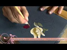 Aprenda a técnica de pintura bauernmalerei! nesse video a artesã explica super bem...além do resultado ser lindo