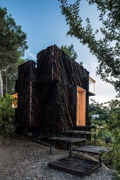 """The Voxel is a """"quarantine cabin"""" made from locally sourced materials Grid Architecture, Amazing Architecture, Architecture Photo, Conception Paramétrique, Ideas De Cabina, Eco Construction, Building A Cabin, Timber Structure, Natural Park"""