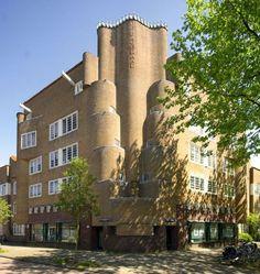 'De Dageraad, complex in 'Amsterdamse School' in Amsterdam 1918-1923 Architect: Michel de Klerk, Piet Kramer