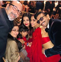 Inside Isha Ambani's Starry Pre Wedding Bash - HungryBoo Bollywood Stars, Bollywood Photos, Indian Bollywood, Bollywood Celebrities, Bollywood Fashion, Indian Celebrities, Deepika Padukone Saree, Deepika Ranveer, Ranveer Singh