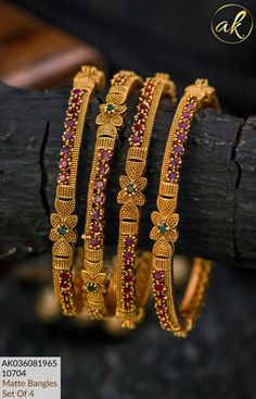 Gold Bangles Design, Gold Earrings Designs, Gold Jewellery Design, Antique Jewellery Designs, Indian Jewelry Sets, Gold Jewelry Simple, Jewellery Sketches, Fashion Jewelry, Bangle Set