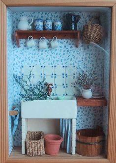 Miniatures et maisons de poupees : mes vitrines