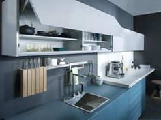 LEICHT LARGO + IOS M 2013 - Glass & Gloss Finishes   Leicht New York - Upper cabinets are great - not too tall