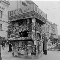 1948 ~ Kiosk at Syntagma square, Athens Old Photos, Vintage Photos, Greece History, Greek Culture, Guys And Dolls, Athens Greece, Kiosk, Homeland, Mount Rushmore