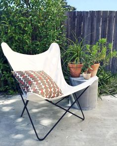 Butterfly Chair Cover in White Eames Rocking Chair, Rocking Chair Nursery, Porch Chairs, Patio Chair Cushions, Arm Chairs, Eames Chairs, Sun Chair, Cozy Chair, Antique Dining Chairs