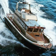 Yacht Design, Boat Design, Trawler Yacht, Family Boats, Deck Boat, Below Deck, Sail Away, Super Yachts, Open Water
