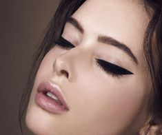 81. If your lashes are already clumped, take a spiral brush and remove the mascara by swirling against the lashes. 82. If your lashes are thin, dust them with translucent powder before applying mascara to add bulk. - Makeup Tutorial