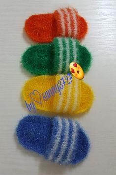 꼼찌님의 삼선슬리퍼 어쩜 요런 디자인을 창작하시는지 리얼100%입니다~~^^손바닥만한 크기라서 손에 끼고... Crochet Kitchen, Crochet Home, Diy Crochet, Crochet Motifs, Crochet Squares, Crochet Patterns, Scrubby Yarn, Crochet Scrubbies, Craft Stick Crafts