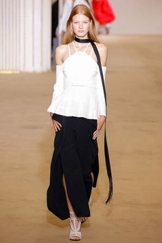 Roland Mouret | Spring 2017 Ready-to-Wear collection | RTW fashion | Cold shoulder