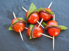 Salsiz-Cherrytomaten (Apéro-Häppchen) - Pure Food by Romy Dollé