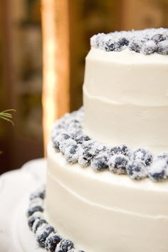 thats different..blueberries on a wedding cake..i like it