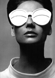 Richard Avedon (American, Courrèges glasses, c. © The Richard Avedon Foundation. Robert Mapplethorpe, Richard Avedon Photography, Richard Avedon Portraits, William Klein, Lunette Style, 1960s Fashion, Trendy Fashion, Vintage Fashion, Women's Fashion