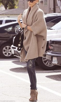 A chunky Fall sweater.  가디건 후버젼