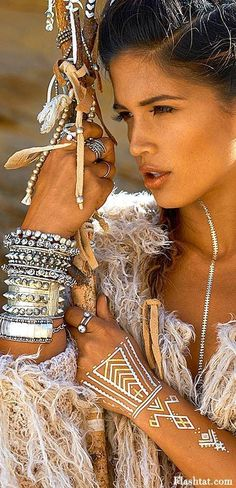 Boho Queen: Tons of chunky jewelry, flash tattoos, metal and natural skin tones.