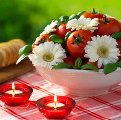 Celebrate Labor Day and the end of the summer with a Labor Day picnic complete with a decorative centerpiece.