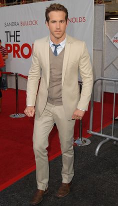 Look once: Summer suit all-star. Look twice: A skinny lapeled cotton suit with a tonal V-neck and the subtlest pop of color to keep things interesting. This whole look counts as a menswear move. Ryan Reynolds Style, Men Dress Up, Grey Suit Men, Most Stylish Men, Checked Suit, Evolution Of Fashion, Le Male, Cotton Suit, Summer Suits
