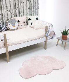 chambre bébé tapis nuage fille rose layette