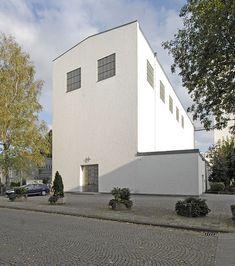 Church Design, Futuristic Architecture, Bauhaus, Saints, Art Deco, Mansions, House Styles, Building, Outdoor Decor