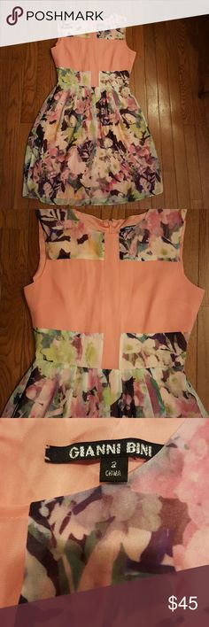Gianni Bini Drrss Beautiful Spring Dress  Size 2 The rectangle strip going down the front is sheer Flowy skirt Gianni Bini Dresses