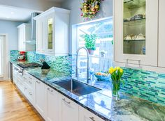 There's not much I love more than a fun backsplash in a white kitchen! Monterey Kitchens tugged at my heartstrings with this bright and beachy Pacific Grove, California kitchen. I love how th…