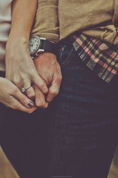 Focus on the ring - 30 Engagement Photo Ideas  <3 <3