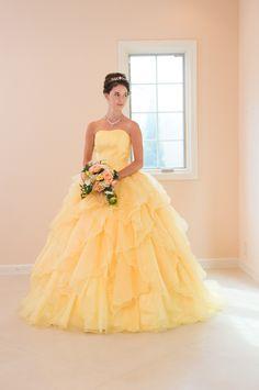 カラードレス 黄色 前 MA410 Junior Prom Dresses, Disney Princess Dresses, 15 Dresses, Ball Dresses, Ball Gowns, Fashion Dresses, Colored Wedding Gowns, Banquet Dresses, Yellow Gown