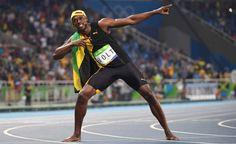 Usain Bolt celebra vitória.  Saudado como um gladiador no Engenhão, Bolt é tricampeão nos 100m