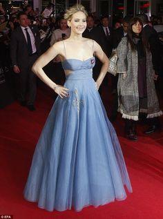 Jennifer Lawrence (Dior) - Dezembro 2016 (Premiere de Passageiros)