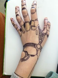 robot makeup hand, i do this kind of stuff when I'm bored Biomech Tattoo, Cyborg Tattoo, Robot Makeup, Tattoo Studio, Arte Robot, Geniale Tattoos, Bild Tattoos, Maquillage Halloween, Lunar Chronicles