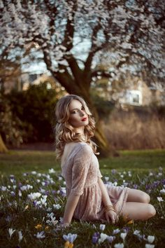 Model: Pippa Morris  MUA: Masha Rodrigues  Photography and Retouching: Ioana Photogaphy  www.ioanazamfir.com  London, UK #blonde #curls #del...