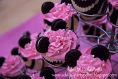 Minnie Mouse cupcakes: Zebra print liners, pink frosting with pearls and mini oreos for ears! Too cute