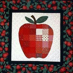 Super cute mug rug Quilt Block Patterns, Pattern Blocks, Quilt Blocks, Quilting Projects, Quilting Designs, Fall Quilts, Miniature Quilts, Mini Quilts, Applique Quilts
