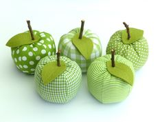 Decorative fruit – a decorative apple ♥ cotton fabric – choice of fabric – a designer piece of … - Obst Fall Crafts, Easter Crafts, Diy And Crafts, Crafts For Kids, Scrap Fabric Projects, Fabric Scraps, Sewing Projects, Sewing Art, Sewing Crafts