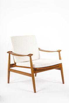 Model 133 Spade Lounge Chair - Beige