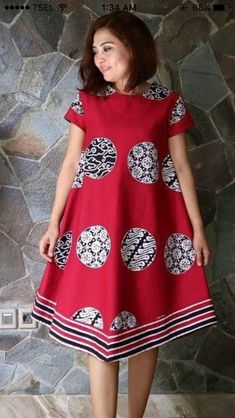 Dress Batik 9 Source by rizziewww batik Short African Dresses, Latest African Fashion Dresses, African Print Dresses, African Print Fashion, Model Dress Batik, Batik Dress, Batik Kebaya, African Print Dress Designs, Shweshwe Dresses