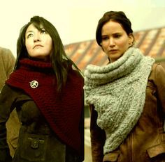 Crochet version of the Hunger Games Catching Fire Katniss scarf + free pattern of this cowl