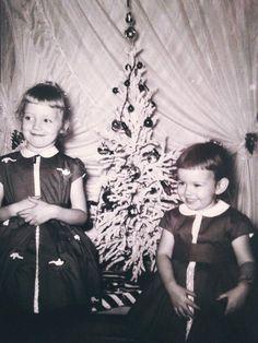 Vintage Christmas Photos, 1950s Christmas, Christmas Love, Girls Dresses, Flower Girl Dresses, Wedding Dresses, Winter, Fashion, Dresses Of Girls