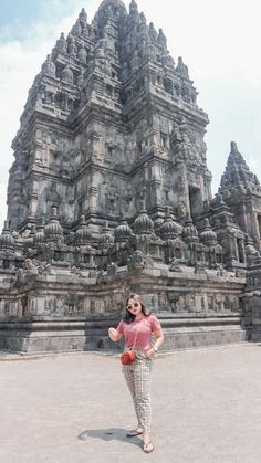 Borobudur Temple, Ootd Hijab, Yogyakarta, Girl Photography Poses, Ulzzang Girl, Where To Go, Cute Girls, Korean Fashion, Photoshoot
