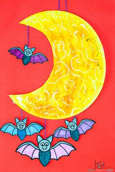 Looking for fun and easy to make crafts for Halloween? This super fun Moon and Bat Mobile - Printable Moon and Bat Craft is great for kids and preschoolers to make! Complete with a printable bat template, children can transform a paper plate into a fantastic moon and bat mobile to hang on display for Halloween.